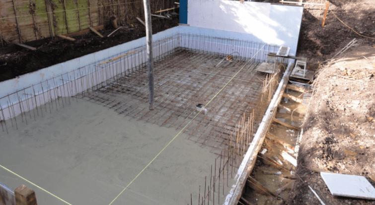 заливка бетонного основания бассейна